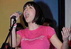 … ti piace cantare …